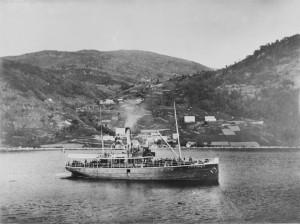 Dampskipet «Johan Jebsen» på Sørfjorden mellom Ytre Arna og Osterøy.